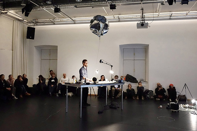 Nikolaus Gansterer, Thinking Matters Other Others – A Translecture, 2014, at Tanzquartier Vienna, Austria